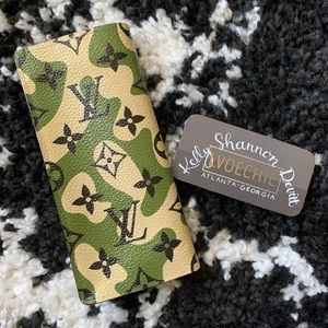 🚫SOLD🚫 Authentic LV Hand Painted Sunglasses Case